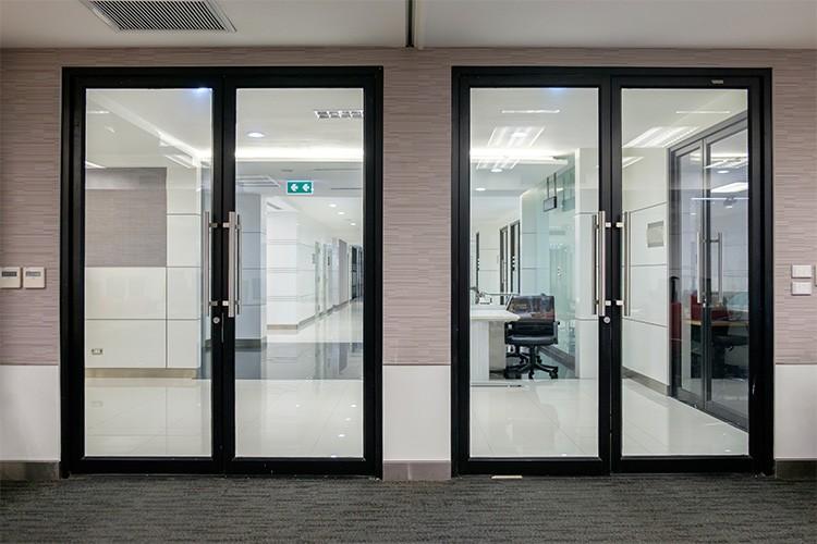 Which One Is Better – Composite or Aluminum Clad Door